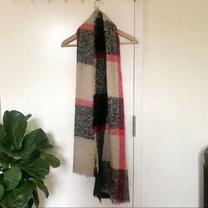 Cozy large checked scarf/shawl